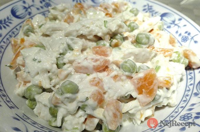 Recept Kuřecí salát s mrkví a hráškem