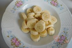 Příprava receptu Banánová pochoutka se zakysanou smetanou, krok 1