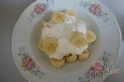 Příprava receptu Banánová pochoutka se zakysanou smetanou, krok 2