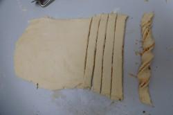 Příprava receptu Kroucené tyčinky, krok 4