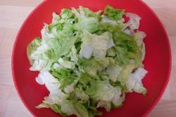 Příprava receptu Hlávkový salát s vařenými vejci, krok 1