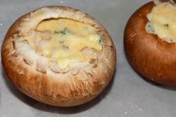 Příprava receptu Portobello plněné šunkou, nivou a smetanou s restovanými vepřovými játry, krok 3