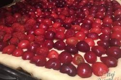 Příprava receptu Kynutý koláč s ovocem a drobenkou, krok 4