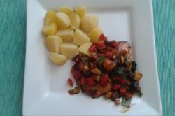 Příprava receptu Kuřecí steak na zelenině s rozinkami, krok 1
