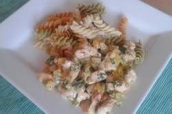 Příprava receptu Kuřecí nudličky na zeleninové smetanové omáčce s těstovinami, krok 2