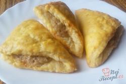 Příprava receptu Kynuté trojúhelníčky plněné ořechovou nádivkou, krok 1