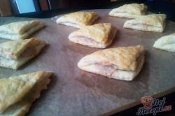 Příprava receptu Kynuté trojúhelníčky plněné ořechovou nádivkou, krok 3