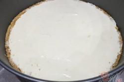 Příprava receptu Srdíčkový cheesecake z bílé čokolády a malin, krok 2