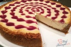 Příprava receptu Srdíčkový cheesecake z bílé čokolády a malin, krok 7