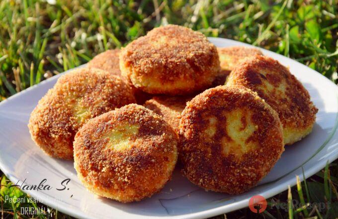 Recept Cuketové placičky se sýrem a česnekem