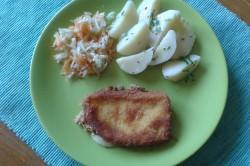 Příprava receptu Smažený sýr s bramborem a salátkem, krok 2