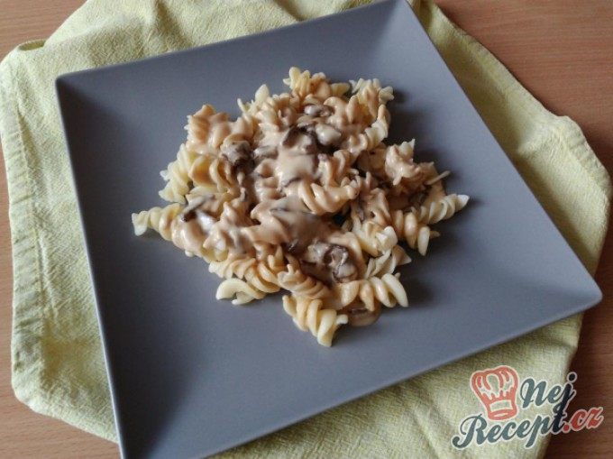 Recept Těstoviny s houbovou omáčkou